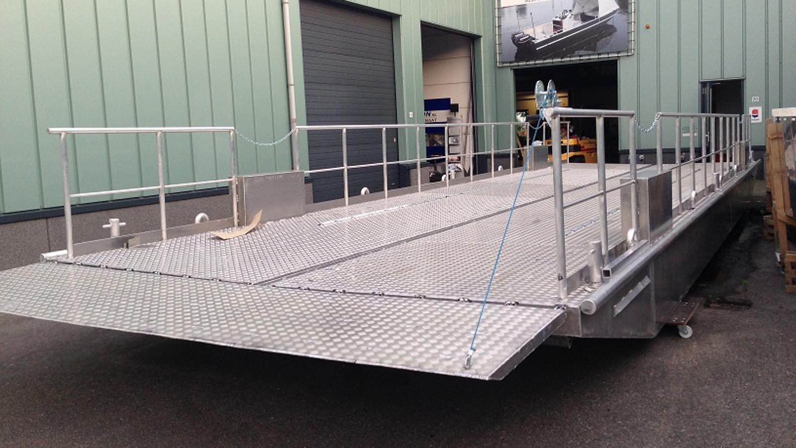 AluminiumJon.nl-on made aluminum pontoons longer than 8 meters, inquire about the possibilities