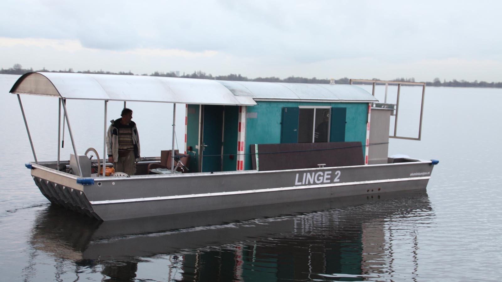 AluminiumJon.nl-Ponton 8 meter-with Yamaha outboard engine-Custom build aluminum pontoons
