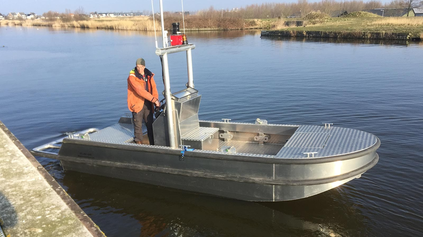AluminiumJon.nl-Scuba 600-steering console in the middle and 2x 40 hp Yamaha outboard Motors